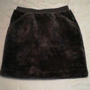 NWT black Uniqlo fluffy fleece skirt